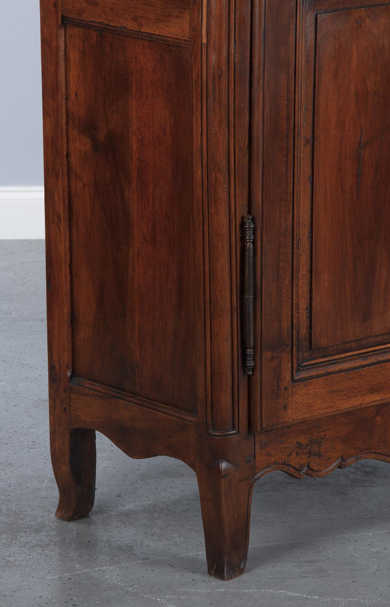 18th Century Louis XIV French Walnut Armoire or Vitrine For Sale 5