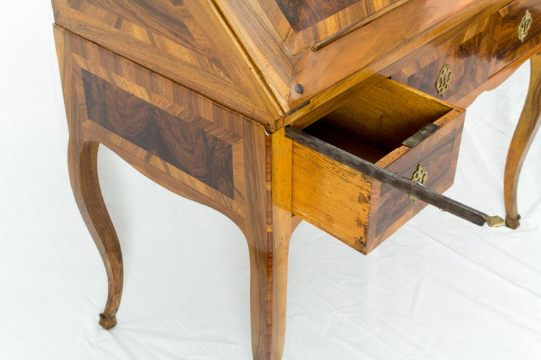 18th Century Louis XV Baroque Walnut Fall Front Desk/Secretaire  For Sale 3