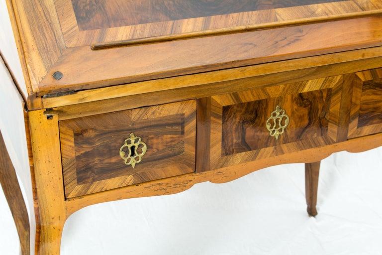 18th Century Louis XV Baroque Walnut Fall Front Desk/Secretaire  For Sale 4