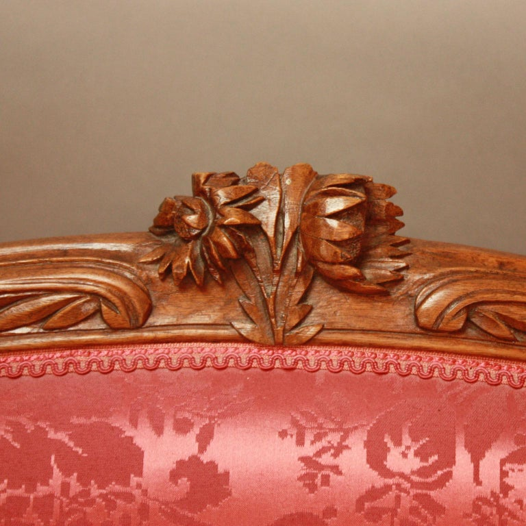 18th Century Louis XV Carved Walnut Settee 'Canape en Corbeille' For Sale 2
