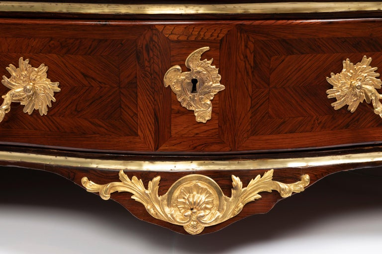 Elegant dresser in rosewood marquetry opening with 4 drawers from the 18th century.