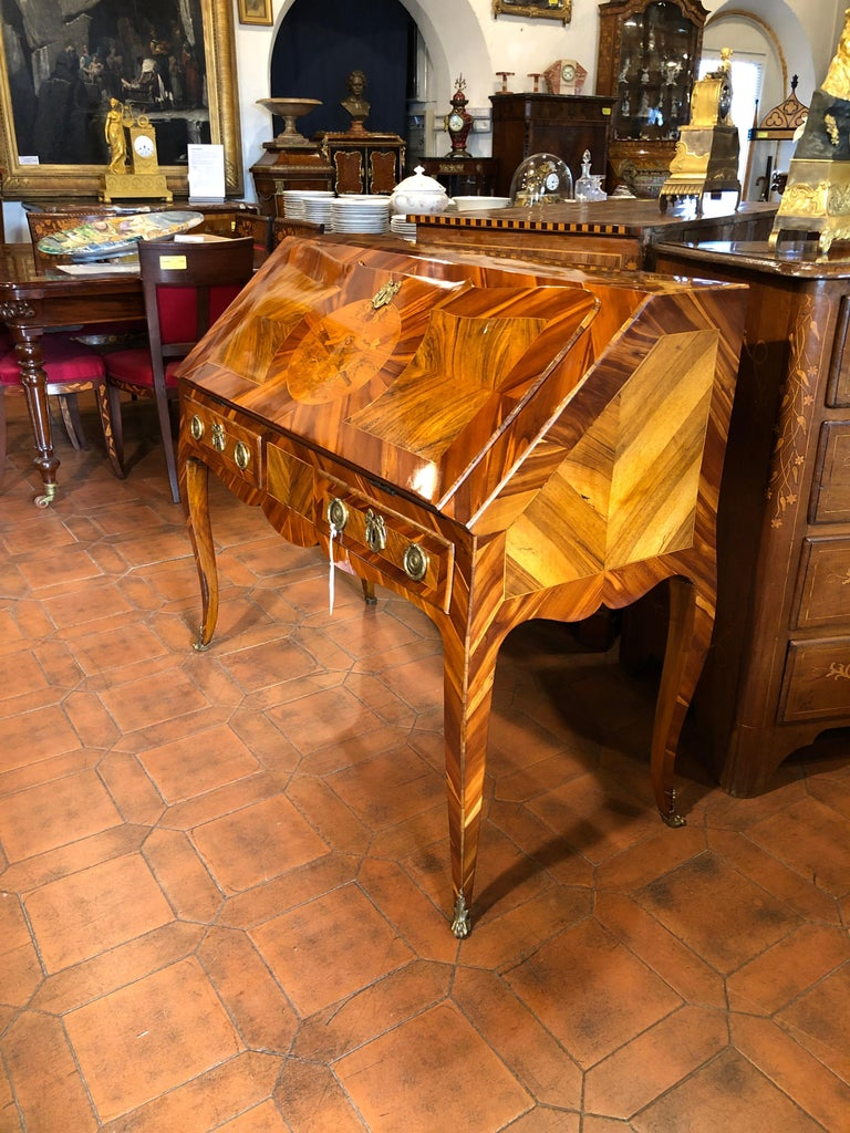 18th Century Louis XV Walnut and Olive Italian Bureau Secretaire, Naples 1760s In Good Condition For Sale In Roma, IT