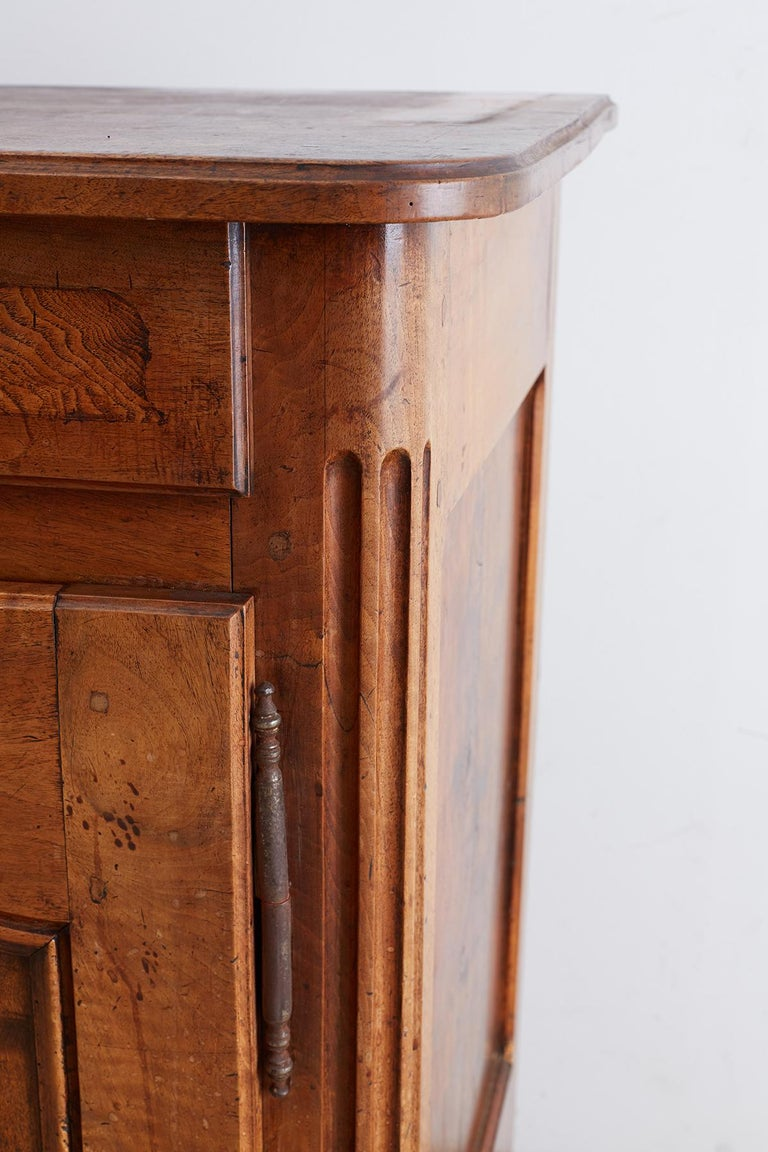 18th Century Louis XV Walnut Vaisselier Buffet Sideboard For Sale 5