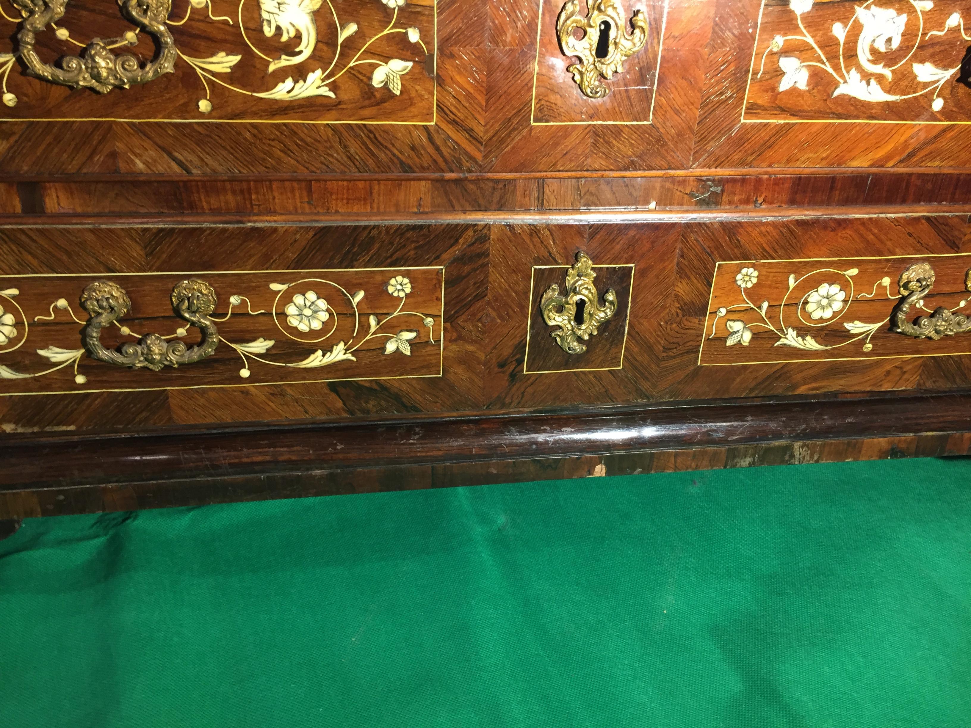 Italienischer palisander bureau mit elfenbein intarsien