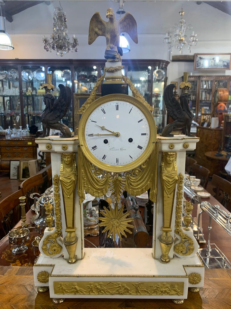 Monumental French clock signed Vincent in Paris, Louis XVI era, white marble decorated in gilded bronze, sphinxes, caryatids, eagles and a low relief depicting Amorini in celebration. On the final part we have the Eagle that kills the snake, symbol