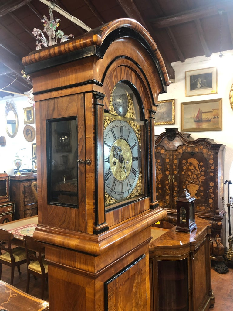 Grandfather's clock from North European origin, Sweden. Of excellent workmanship, in elm wood, embellished with games of wood grain, ebonized parts. The mechanism is revised and working. Period 1790.