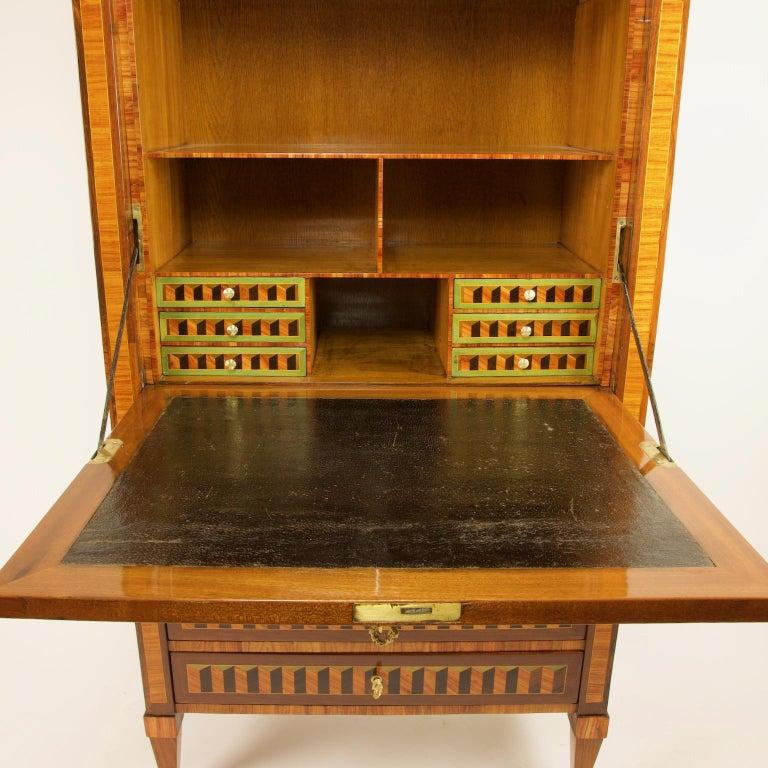 18th Century Louis XVI Trompe l'Oeil Marquetry Desk or Secrétaire Chiffonière In Good Condition For Sale In Berlin, DE
