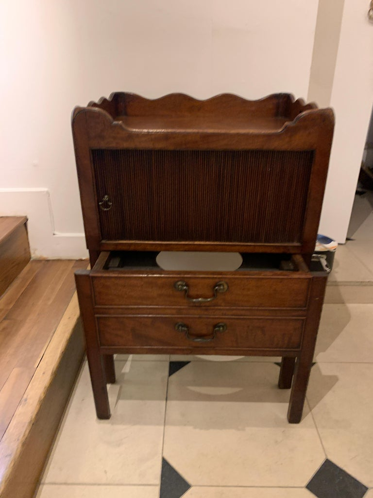 English 18th Century Mahogany Bedside Cabinet/Commode For Sale