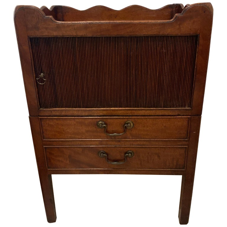 18th Century Mahogany Bedside Cabinet/Commode For Sale