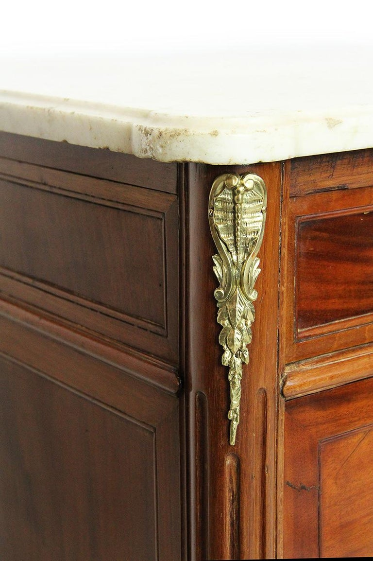 Veneer 18th Century Mahogany Chest Stamped Conrad Mauter with White Veined Marble Top For Sale