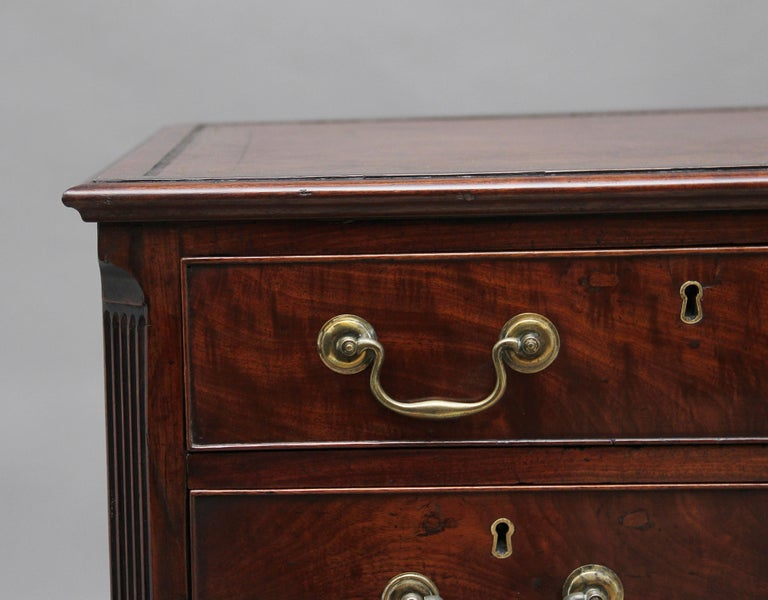 18th Century Mahogany Kneehole Desk For Sale 5