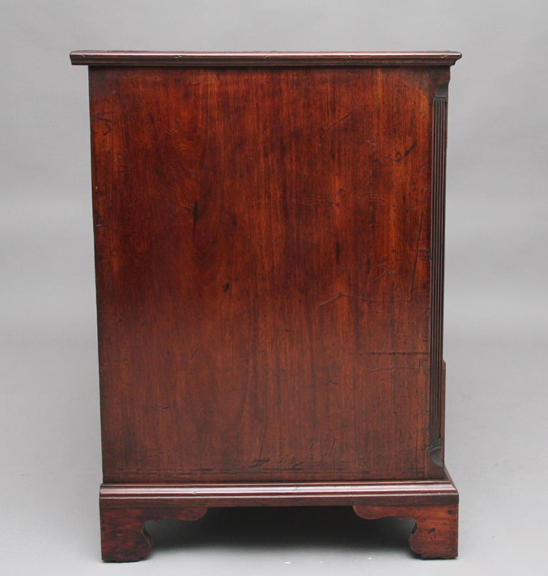 18th Century Mahogany Kneehole Desk For Sale 1
