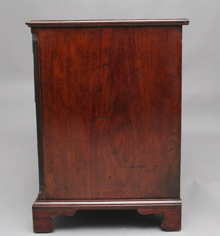 18th Century Mahogany Kneehole Desk For Sale 3