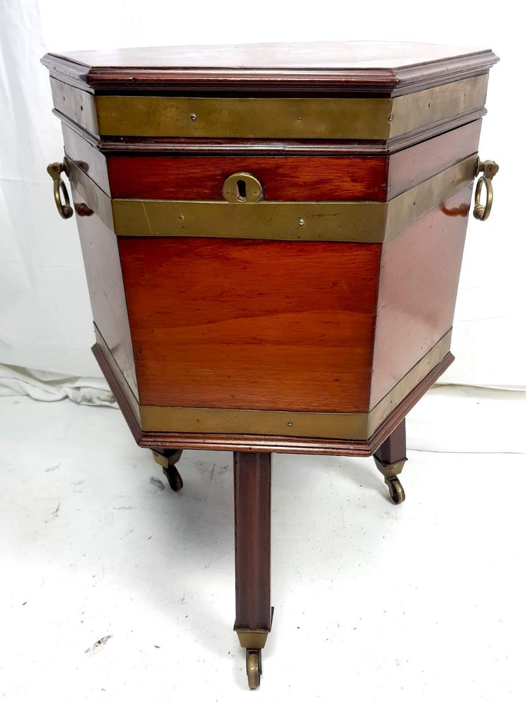 Georgian 18th Century Mahogany Wine Cooler For Sale