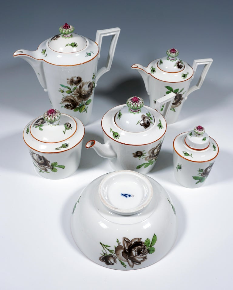18th Century Meissen Coffee & Tea Set for 9 Persons with Black Rose Decor In Good Condition For Sale In Vienna, AT