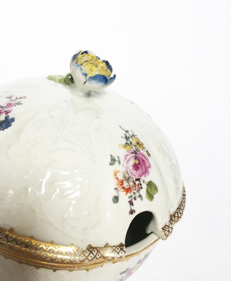 18th Century Meissen Pair of Porcelain Sugar Bowls, circa 1760 For Sale 3