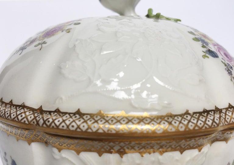 Rococo 18th Century Meissen Pair of Porcelain Sugar Bowls, circa 1760 For Sale