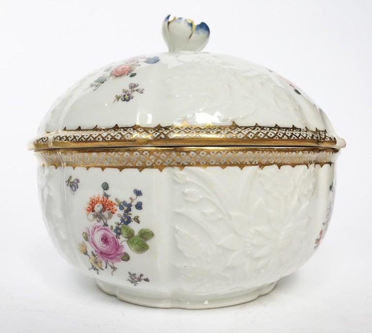 18th Century Meissen Pair of Porcelain Sugar Bowls, circa 1760 For Sale 1
