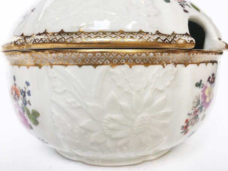 18th Century Meissen Pair of Porcelain Sugar Bowls, circa 1760 For Sale 2