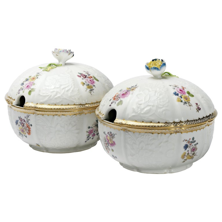 18th Century Meissen Pair of Porcelain Sugar Bowls, circa 1760 For Sale