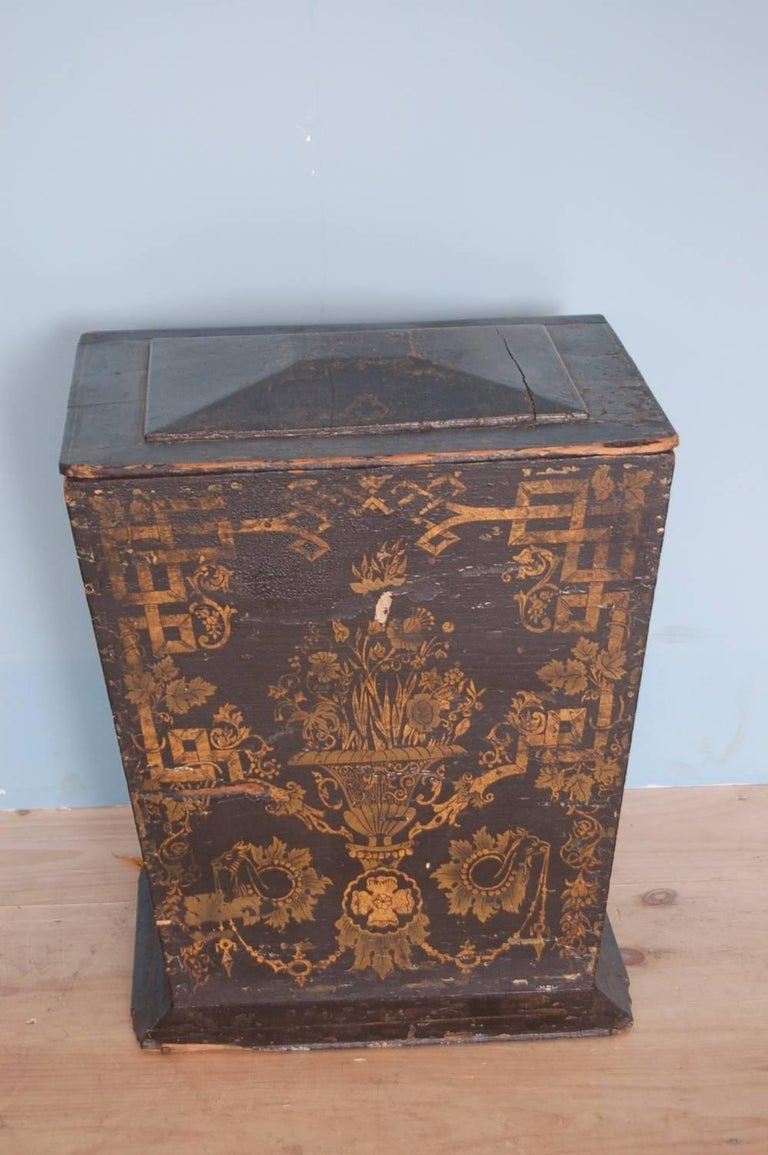 Swedish 18th Century Neoclassical Gustavian Chinoiserie Container, Sweden, circa 1775 For Sale