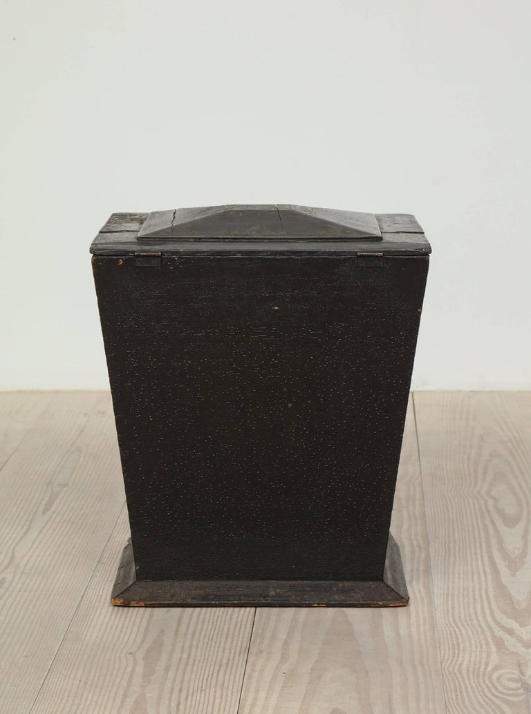 Wood 18th Century Neoclassical Gustavian Chinoiserie Container, Sweden, circa 1775 For Sale