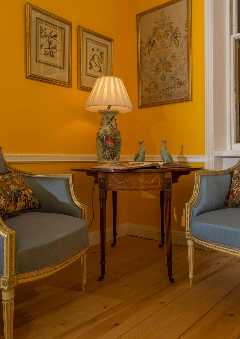 English 18th Century Neoclassical Pair of Cream Painted and Gilded Armchairs For Sale