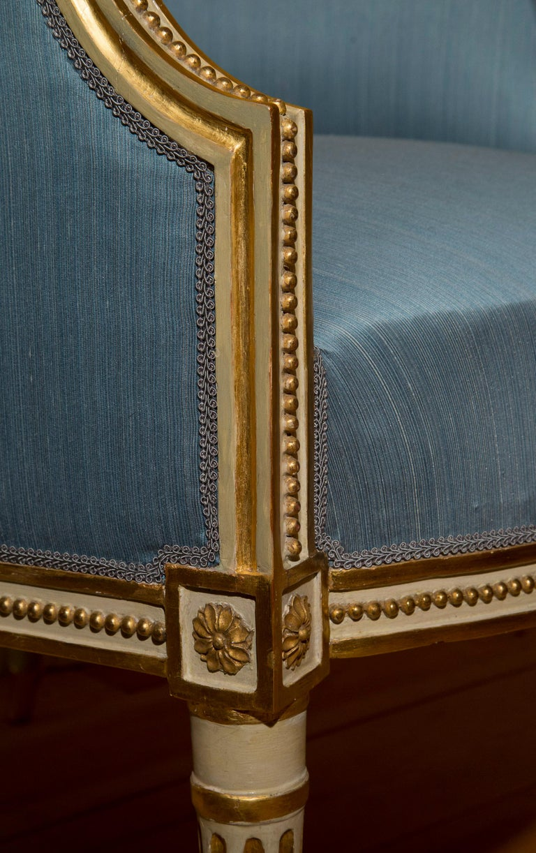 18th Century Neoclassical Pair of Cream Painted and Gilded Armchairs For Sale 1