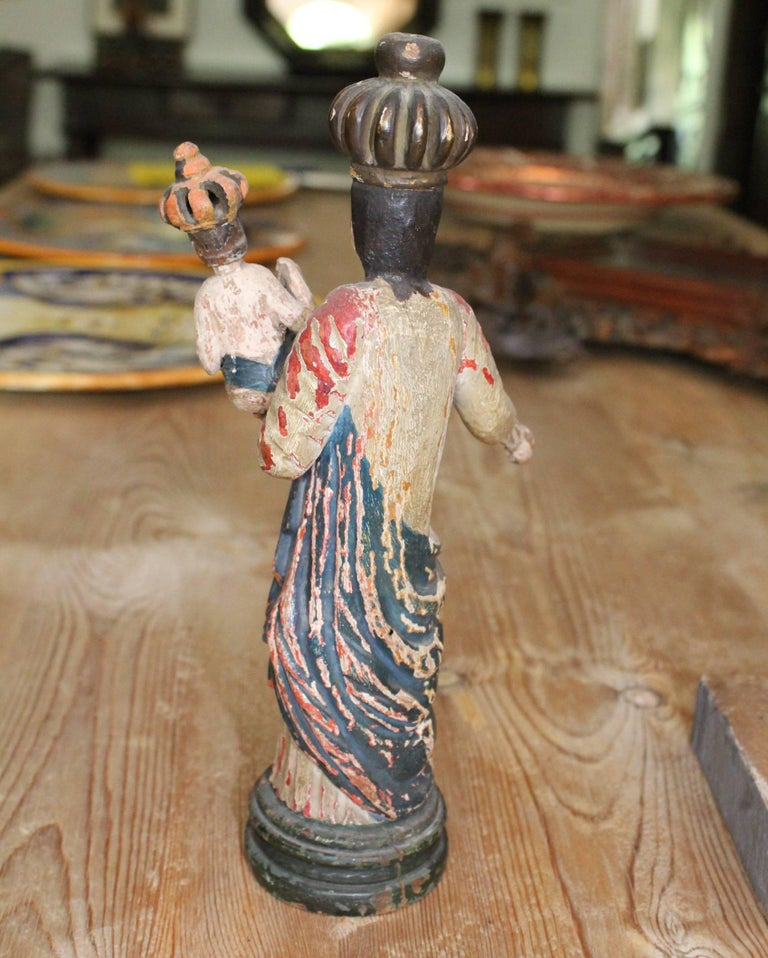 18th Century North Spanish Polychrome Wooden Virgin Sculpture In Good Condition For Sale In Malaga, ES
