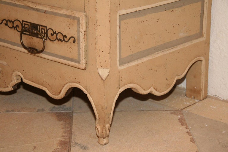 18th Century Painted Cabinet from Provence in Yellow, Grey and Off-White For Sale 3
