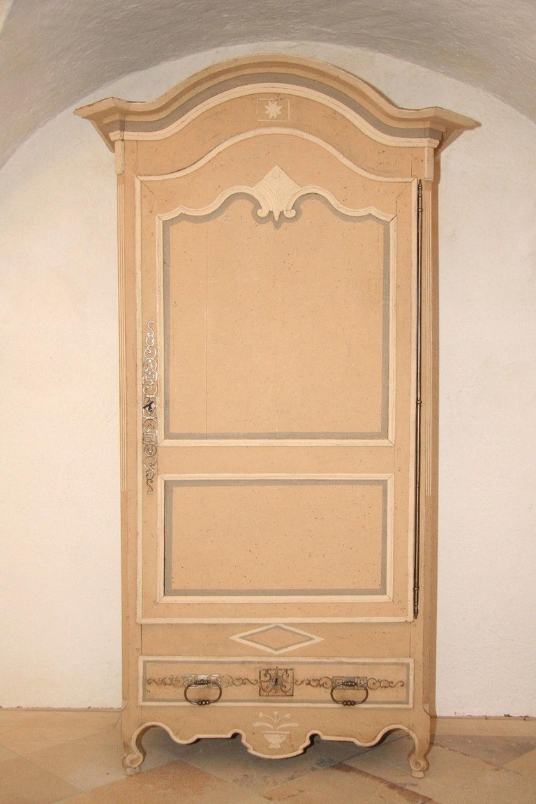 Iron 18th Century Painted Cabinet from Provence in Yellow, Grey and Off-White For Sale