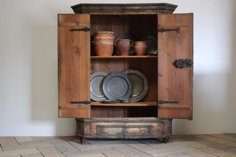 18th Century Painted Cupboard in Original Paint In Good Condition For Sale In Gloucestershire, GB