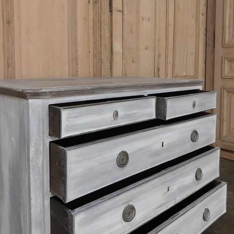 18th Century Painted Swedish Chest of Drawers For Sale 1