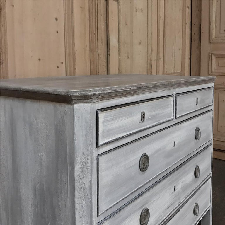 18th Century Painted Swedish Chest of Drawers For Sale 3