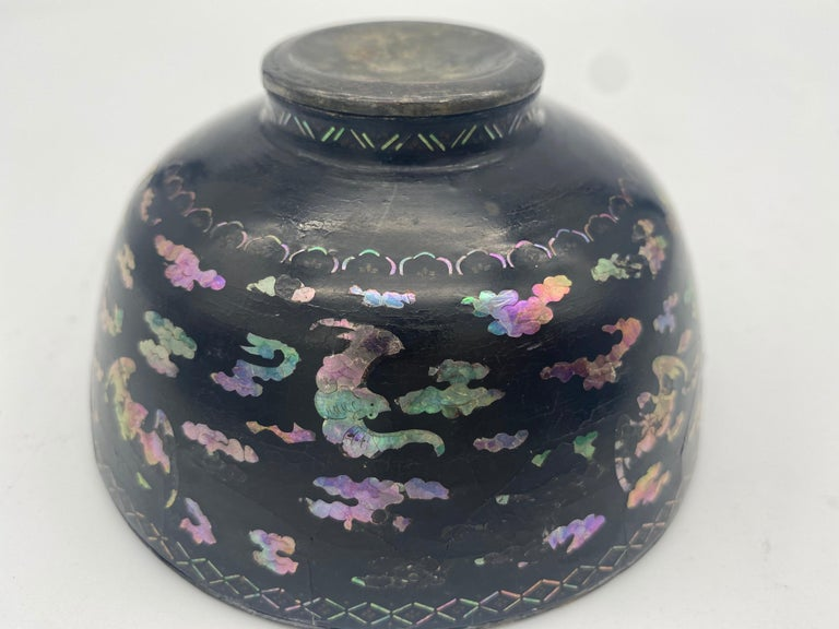 18th Century Pair of Chinese Silver Lacquer Bowls with Mother of Pearl Inlaid For Sale 7