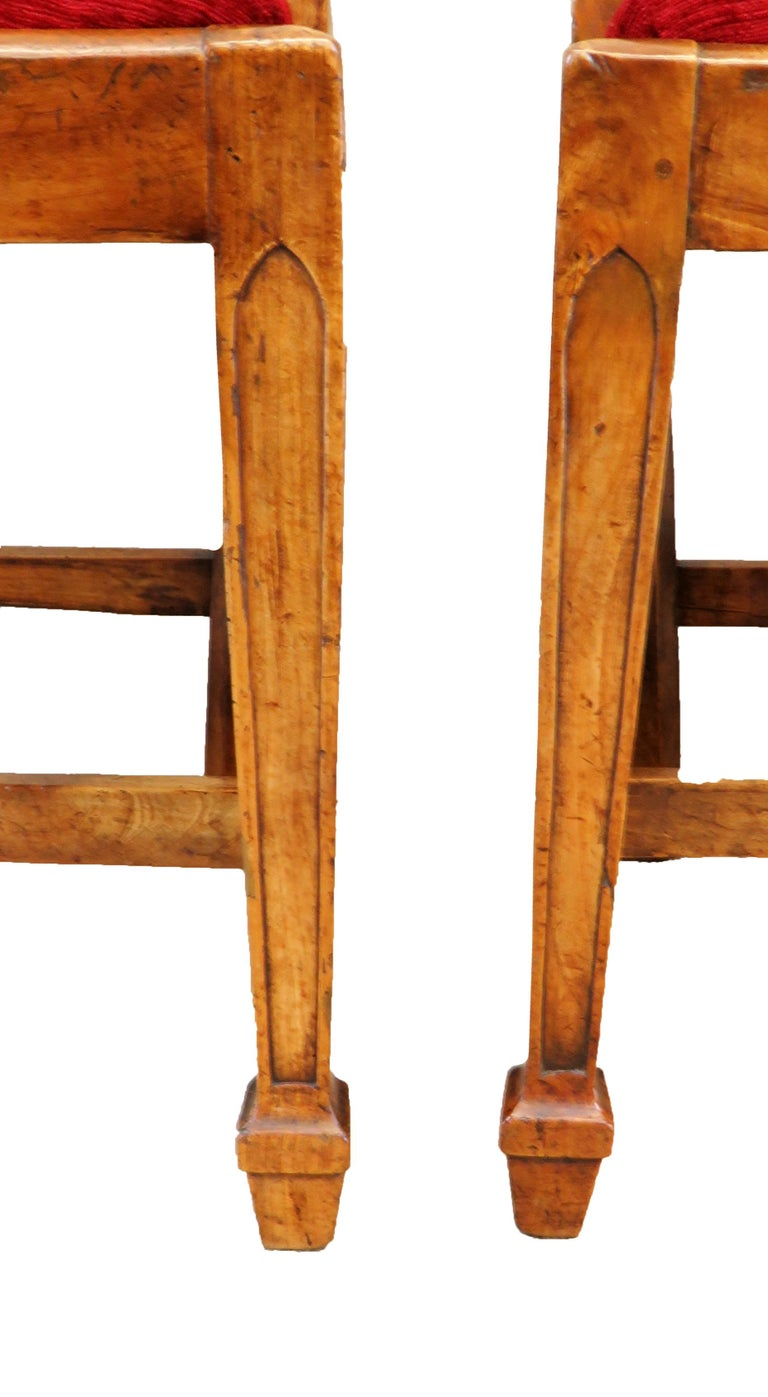 18th Century Pair of Fruitwood English Side Chairs In Good Condition For Sale In Bedfordshire, GB