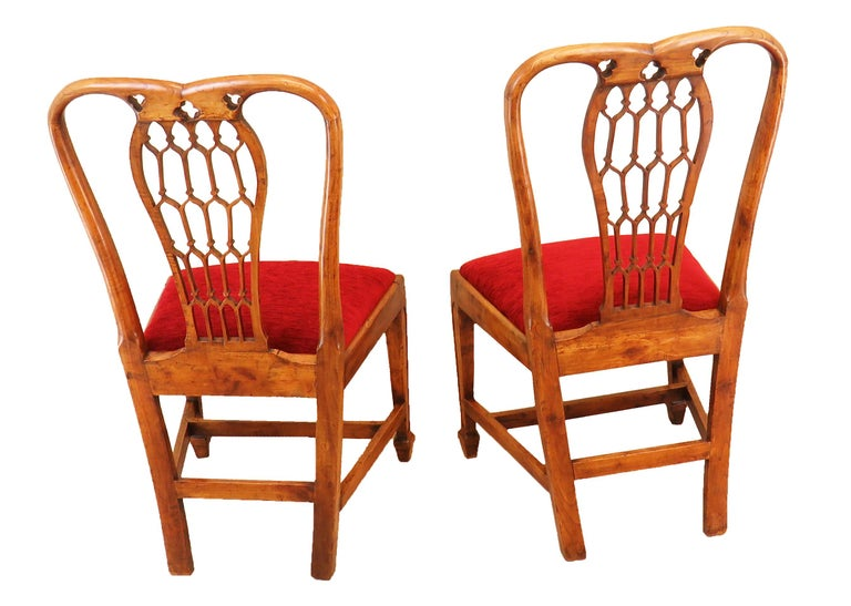 18th Century Pair of Fruitwood English Side Chairs For Sale 1