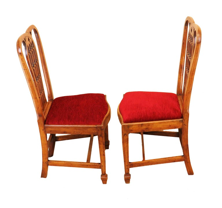 18th Century Pair of Fruitwood English Side Chairs For Sale 2