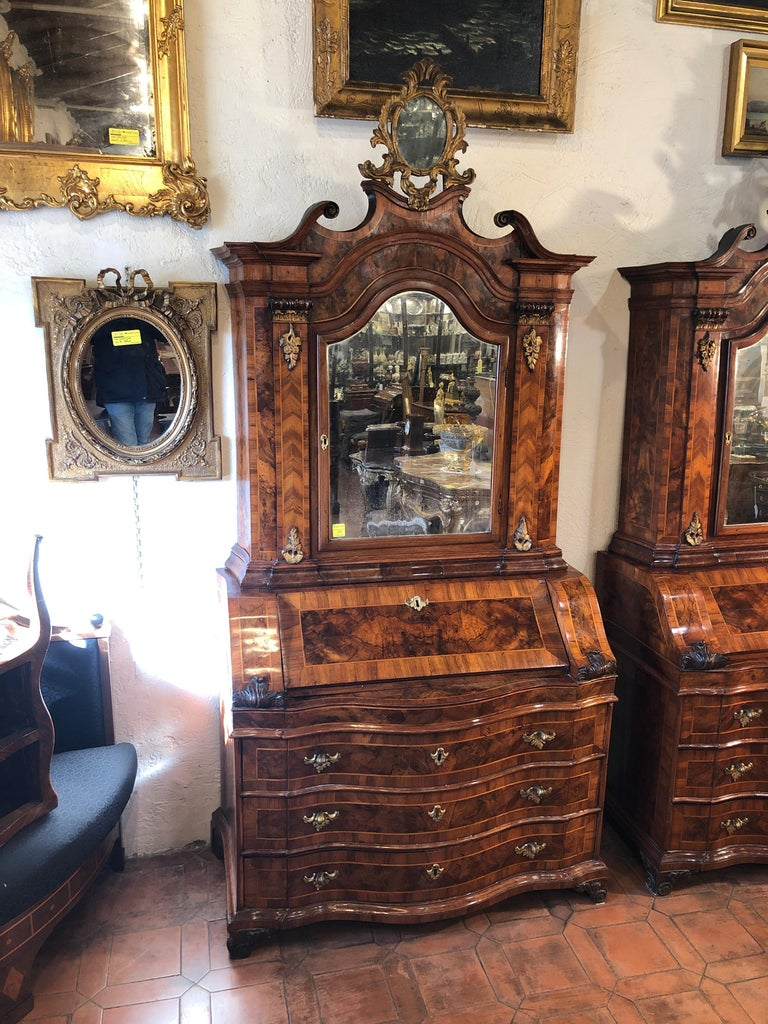 Very rare pair of Trumeau Italians, coming from the city of Verona, Louis XV era, they are a frontal and not a right and left pair, sometimes the nobles commissioned the pairs of furniture according to their furnishing needs and therefore there were