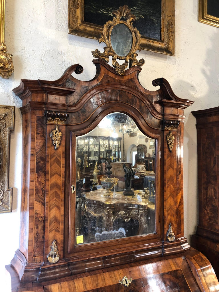 18th Century Pair of Italian Louis XV Walnut Trumeau City of Verona, 1750s In Good Condition For Sale In Roma, IT