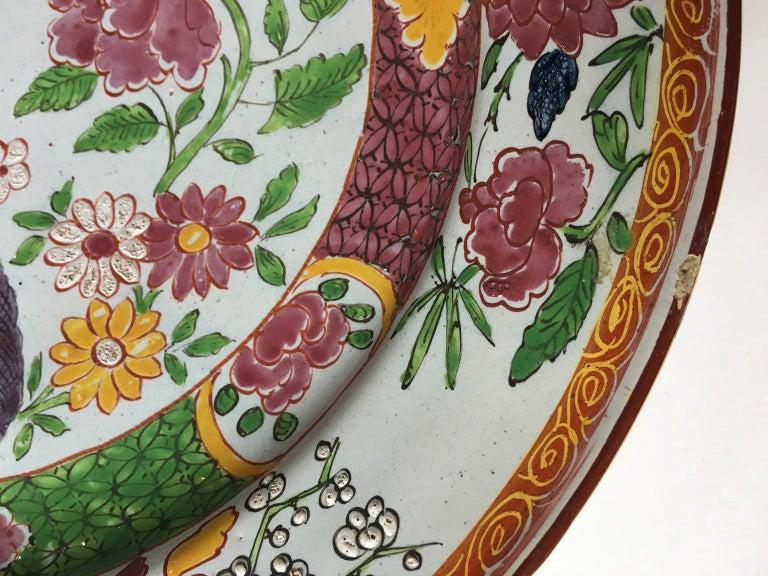 18th Century Pair of Italian Maiolica Dishes Milano, circa 1770 For Sale 5