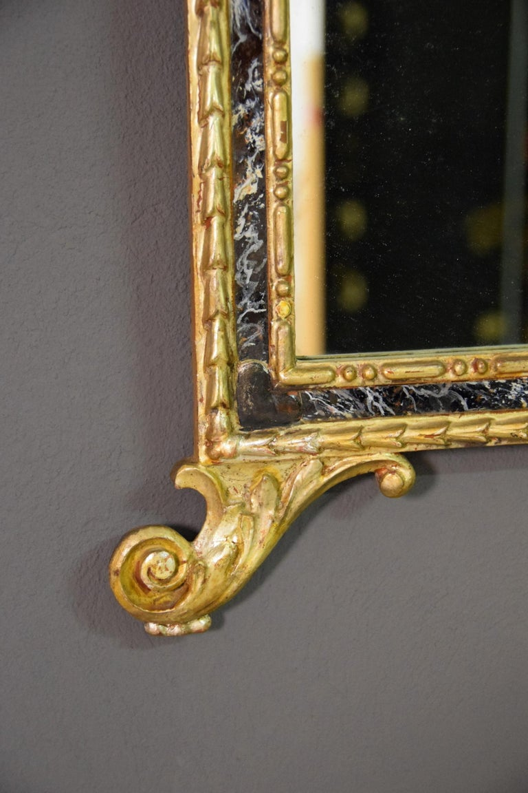 18th Century, Pair of Italian Neoclassical Carved and Giltwood Mirrors For Sale 6