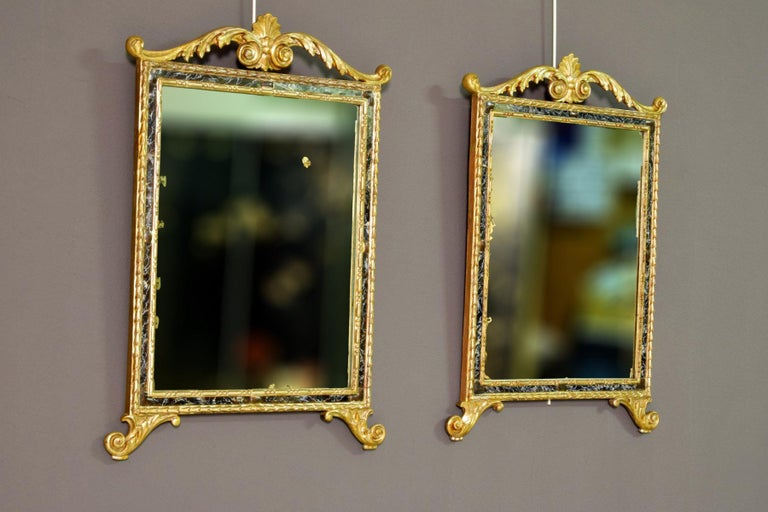 18th Century, Pair of Italian Neoclassical Carved and Giltwood Mirrors For Sale 1