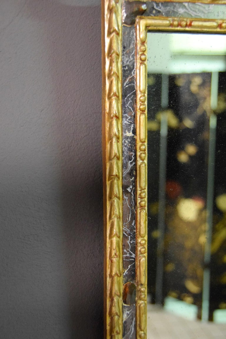 18th Century, Pair of Italian Neoclassical Carved and Giltwood Mirrors For Sale 2