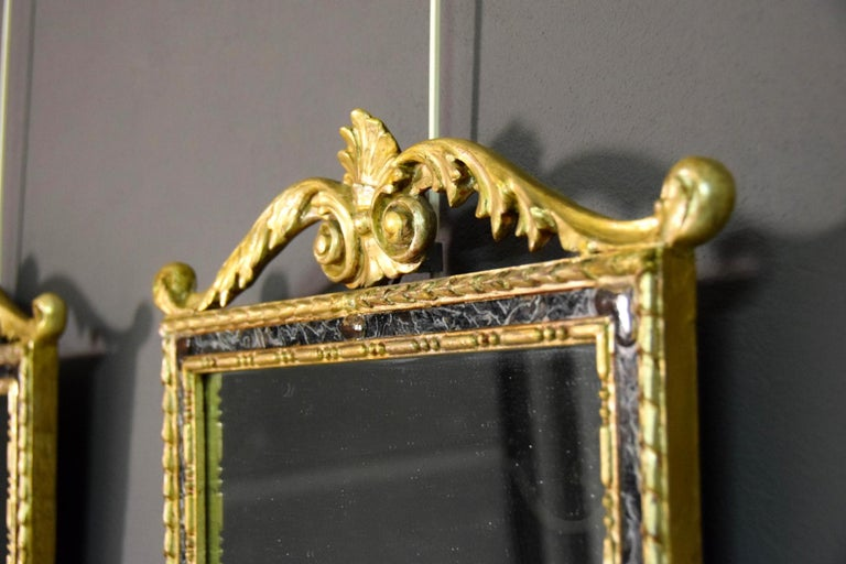 18th Century, Pair of Italian Neoclassical Carved and Giltwood Mirrors For Sale 3