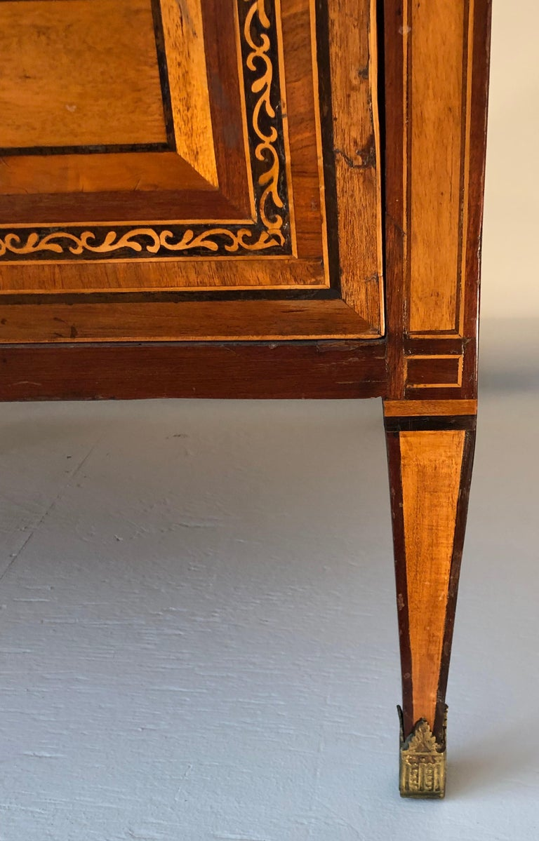 18th Century Pair of Italian Neoclassical Commodes with Bookmatched Marble Tops For Sale 6