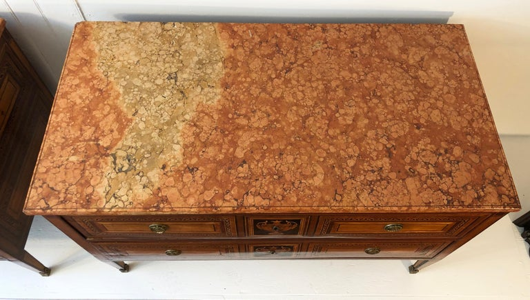 18th Century Pair of Italian Neoclassical Commodes with Bookmatched Marble Tops For Sale 1