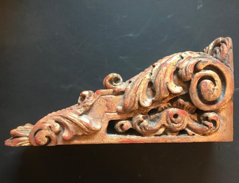 18th Century Pair of Large Giltwood Baroque Spanish Corbels For Sale 6