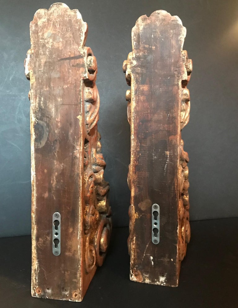 18th Century Pair of Large Giltwood Baroque Spanish Corbels For Sale 5