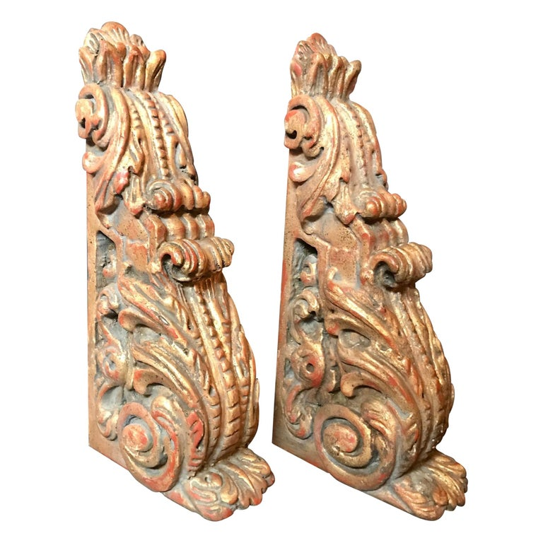 18th Century Pair of Large Giltwood Baroque Spanish Corbels For Sale